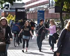 studenter på campus
